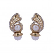 Precise in look, gold-plated earrings