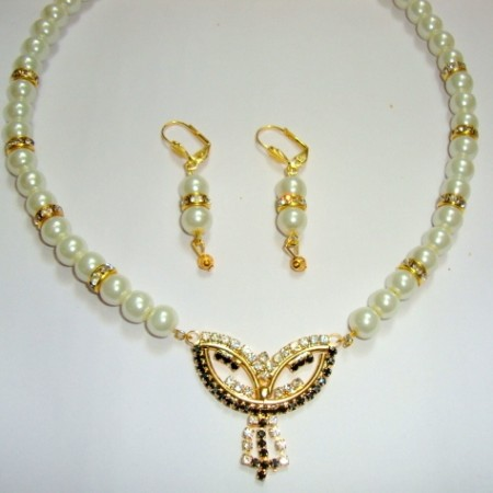 Pearl necklace with matching earring set