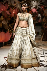 Bollywood Beauty Sonam Kapoor Lehenga At walks the ramp