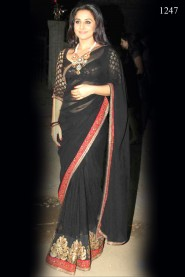 Vidya Balan Looks Sensual in Black Beauty at Filmfare Awards 2011
