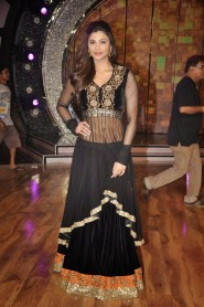 Daisy Shah Black Anarkali In Set on Dance India Dance