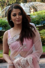 Aishwarya Rai Bachchan spotted in light pink saree at ficci frames-2011